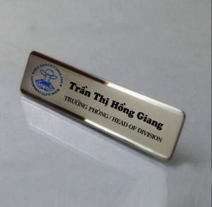 bảng tên nhân viên bằng đồng