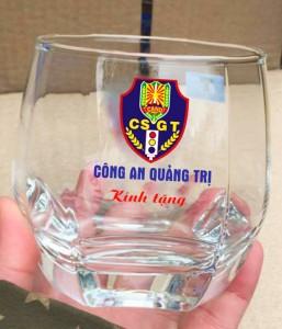 in logo lên ly thủy tinh tại Minh Châu 1