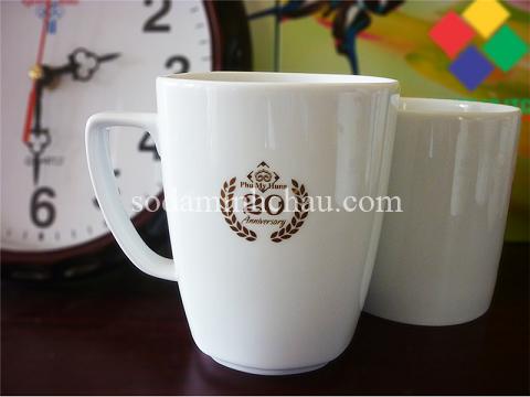 in logo lên sản phẩm cốc sứ