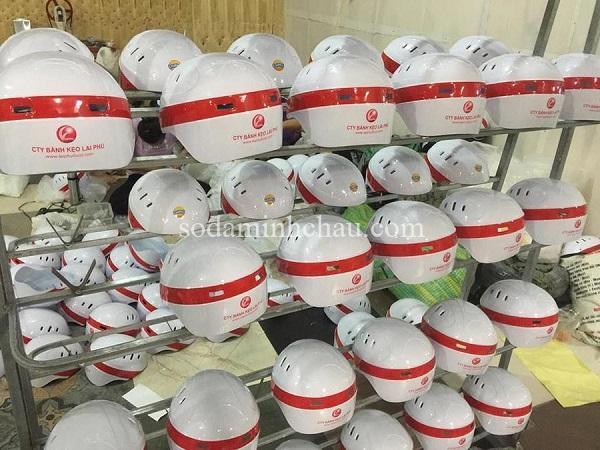 Xưởng in logo lên mũ bảo hiểm số lượng lớn
