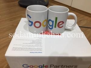 In logo Google lên cốc làm quà tặng sự kiện