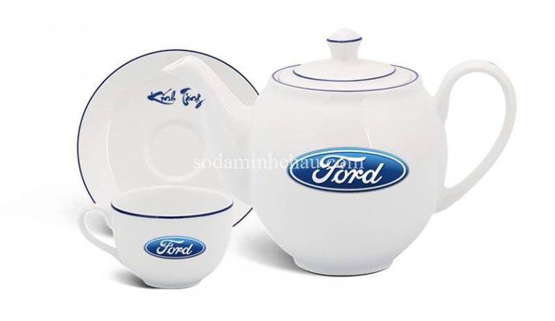 In logo Ford lên bộ ấm chén