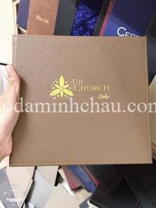 Quyển menu bìa da khổ vuông tại Minh Châu