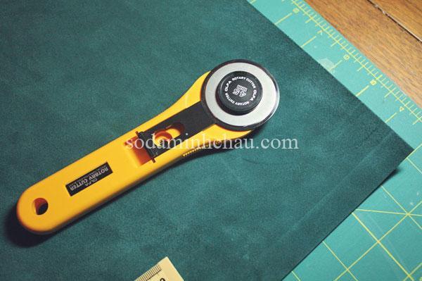 Vải da làm sổ tay da và dụng cụ cắt vải làm sổ