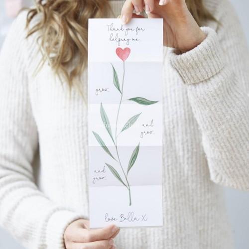 Họa tiết đơn giản tạo nên vẻ đẹp khác biệt cho tấm thiệp chúc mừng