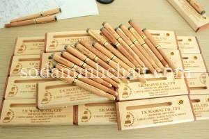 in uv trên gỗ bút và hộp đựng bút