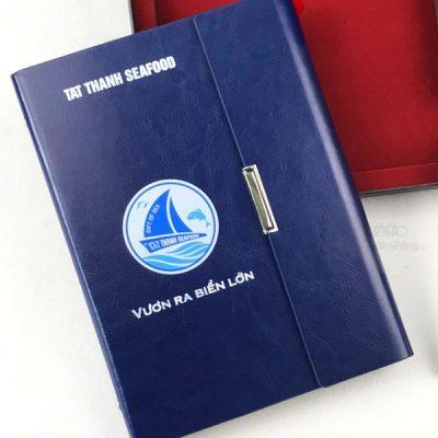 so-tay-bia-cong-a5-mau-xanh-_lsa5-01b-xanh-in-logo-tat-thanh-1-1536×1536